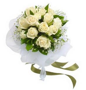 Ankara 14 şubat sevgililer günü çiçek  11 adet benbeyaz güllerden buket