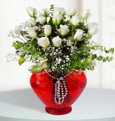 cam kalp içerisinde 12 adet beyaz gül  Balgat online çiçek siparişi vermek