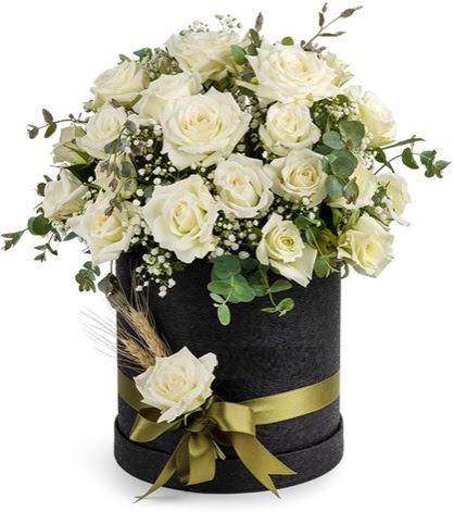 Kutu içerisinde 33 adet beyaz gül tanzimi  Balgat Ankara kaliteli taze ve ucuz çiçekler
