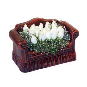seramik içerisinde 11 gül  Balgat Ankara uluslararası çiçek gönderme