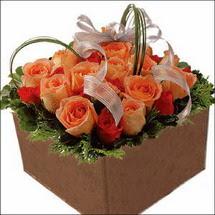 kare sandikta 11 gülllerden   Ankara Balgat online internetten çiçek siparişi