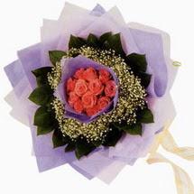 12 adet gül ve elyaflardan   Ankara Balgat online internetten çiçek siparişi