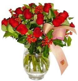Ankara Balgat online internetten çiçek siparişi  11 adet kirmizi gül  cam aranjman halinde