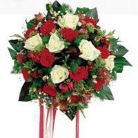 Balgat  ucuz çiçek , çiçekçi , çiçekçilik  6 adet kirmizi 6 adet beyaz ve kir çiçekleri buket