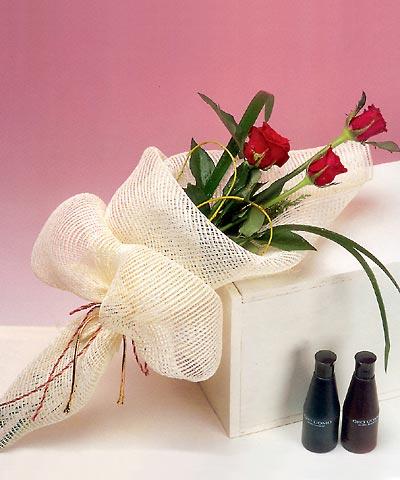 3 adet kalite gül sade ve sik halde bir tanzim  Balgat Ankaradaki çiçekçiler