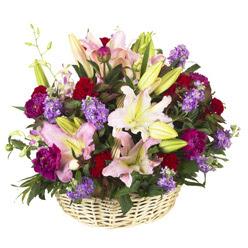sepet içerisinde mevsim çiçeklerinden aranjman  çiçek mağazası , çiçekçi adresleri