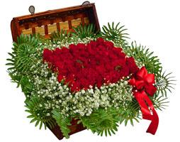 çiçek satışı ankara balgat çiçekçi  17 adet gül ve örme japon sepeti