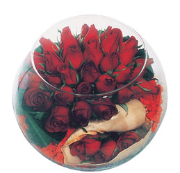 hediye sevgilime hediye çiçek  Cam fanus içerisinde sevdiklerinize özel 12 gül