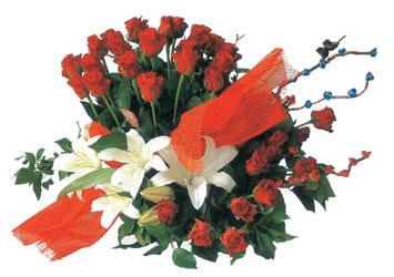 Balgat  ucuz çiçek , çiçekçi , çiçekçilik  17 adet gül ve kazablanka çiçegi aranjmani