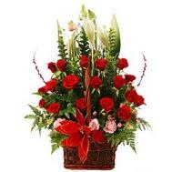 çiçek mağazası , çiçekçi adresleri  12 gül den ve kir çiçeklerinden sepet tanzimi