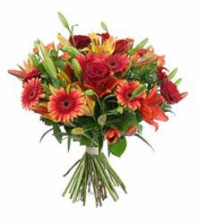 Balgat çiçek gönderme sitemiz güvenlidir  3 adet kirmizi gül ve karisik kir çiçekleri demeti