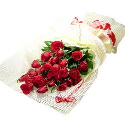 Çiçek gönderme 13 adet kirmizi gül buketi  çiçek satışı ankara balgat çiçekçi