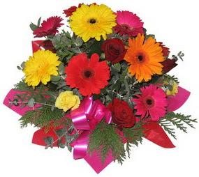 Karisik mevsim çiçeklerinden buket  Balgat Ankara anneler günü çiçek yolla