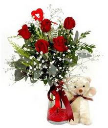 yurtiçi ve yurtdışı çiçek siparişi  5 adet kirmizi gül ve pelus ayicik kalp çubuk