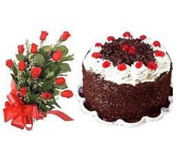 Balgat  ucuz çiçek , çiçekçi , çiçekçilik  10 adet kirmizi gül buketi ve yaspasta