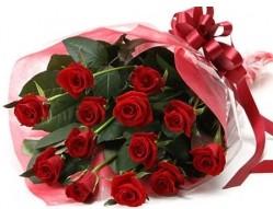 hediye sevgilime hediye çiçek  10 adet kipkirmizi güllerden buket tanzimi