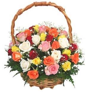 Balgat Ankaradaki çiçekçiler  29 adet rengarenk gül sepeti tanzimi
