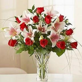 Balgat Ankara kaliteli taze ve ucuz çiçekler  12 adet kırmızı gül 1 dal kazablanka çiçeği