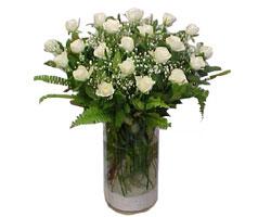 yurtiçi ve yurtdışı çiçek siparişi  cam yada mika Vazoda 12 adet beyaz gül - sevenler için ideal seçim