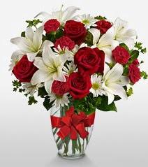 Eşsiz vazo tanzimi güller kazablankalar  Balgat online çiçek siparişi vermek