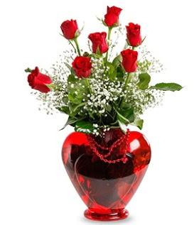 Kalp cam içinde 7 adet kırmızı gül  Ankara internetten çiçek satışı