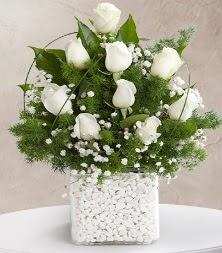 9 beyaz gül vazosu  çiçek satışı ankara balgat çiçekçi