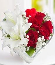1 kazablanka 5 kırmızı gül kalpte  Balgat Ankaradaki çiçekçiler