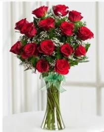 Cam vazo içerisinde 11 kırmızı gül vazosu  hediye sevgilime hediye çiçek