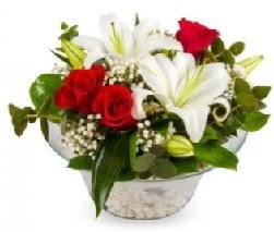 Cam içerisinde 2 kandil kazablanka 5 gül  Balgat Ankaradaki çiçekçiler