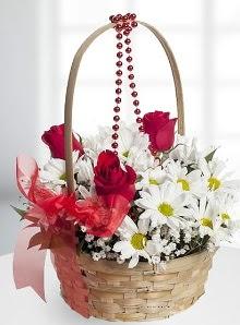 sepette 3 gül ve krizantem çiçekleri  çiçek satışı ankara balgat çiçekçi
