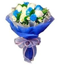 5 mavi gül 6 beyaz gülden buket  hediye sevgilime hediye çiçek