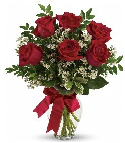 Cam vazo içerisinde 6 adet kırmızı gül  Balgat çiçek gönderme sitemiz güvenlidir