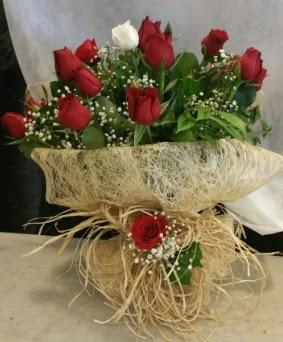 Kız isteme çiçeği 20 kırmızı 1 beyaz  Ankara internetten çiçek satışı