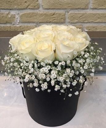 19 adet beyaz gülden görsel kutu çiçeği  Ankara internetten çiçek satışı