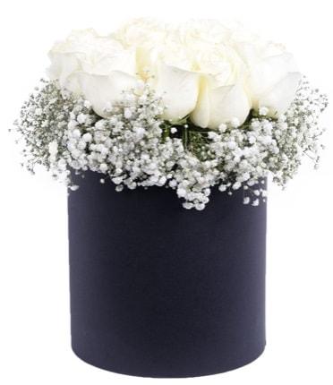 Özel kutuda özel 15 beyaz gül aranjmanı  Balgat Ankara çiçek gönderme