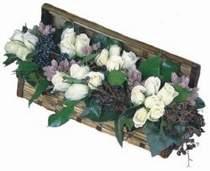 Balgat Ankaradaki çiçekçiler  13 adet beyaz sandikta gül